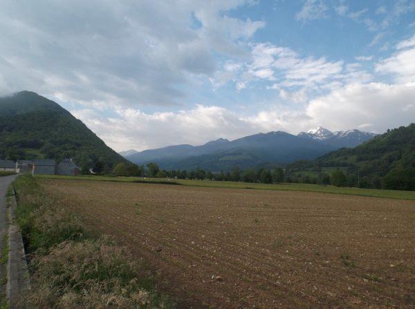 Après avoir passé Bagnères, le Pic du Midi à droite veille.