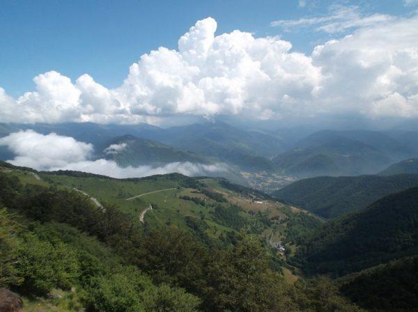 Les nuages qui se font plus nombreux dans la vallée.