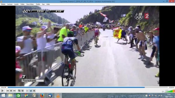 Passage des poursuivants, Navarro et Impey. Je suis à gauche en blanc juste avant le gars en jaune.