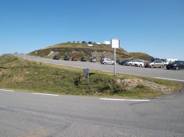 Au col de Tramassel, l'auberge est juste au dessus.