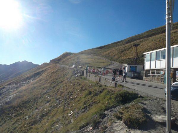 La piste vers le Pic du Midi c'est par là.
