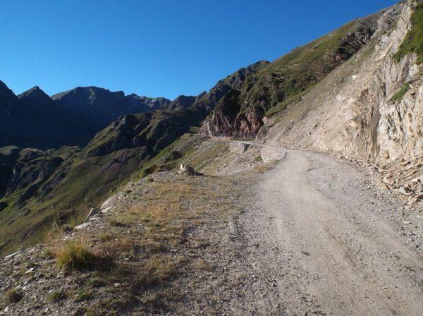 Première partie de la piste, assez bien praticable, vers le col de Sencours.