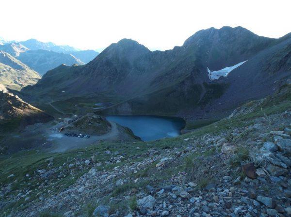 Vue sur le col de Sencours et le lac d'Oncet.