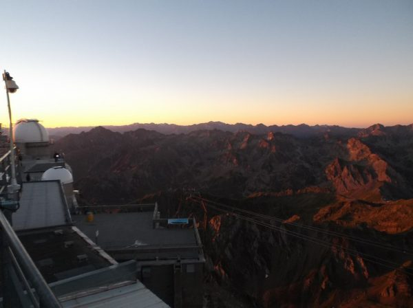 Les sommets s'illuminent et notamment le Pic d'Aneto.