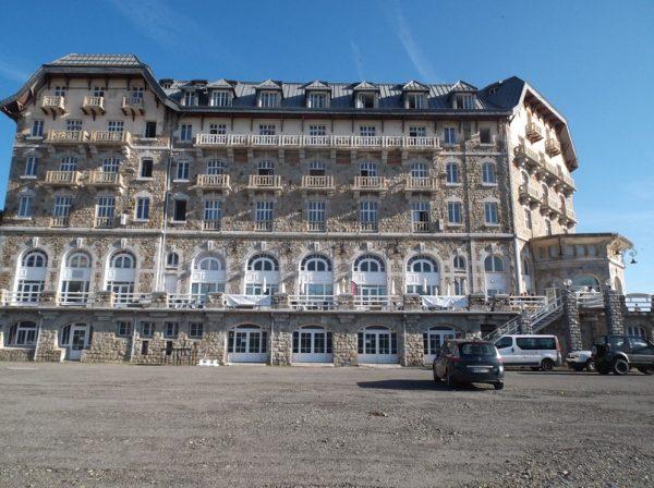 Juste devant le Grand Hôtel !