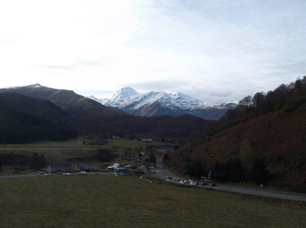 La station de Payolle sous l'oeil bienveillant du Pic du Midi.