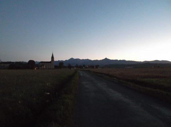 Petit regard en arrière sur les Pyrénées au coucher du soleil.
