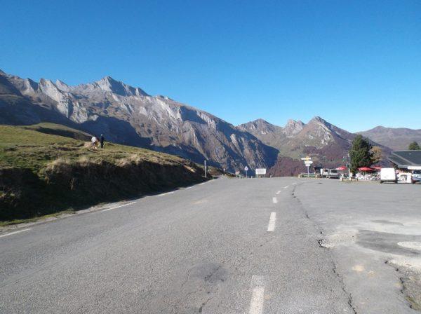 Au sommet du col du Soulor, en regardant vers l'Aubisque.
